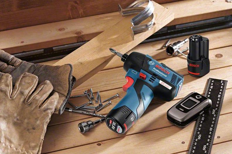 電工さんの工具箱 第4回「電動工具」手動 VS 電動の画像