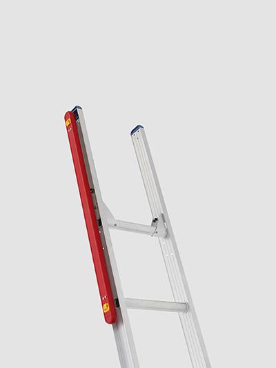 【長谷川工業】屋根への昇降を安全に!手がかり棒付はしご「LT2ハードルラダー」新発売の画像